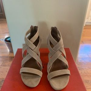 Donald plainer never worn sandal